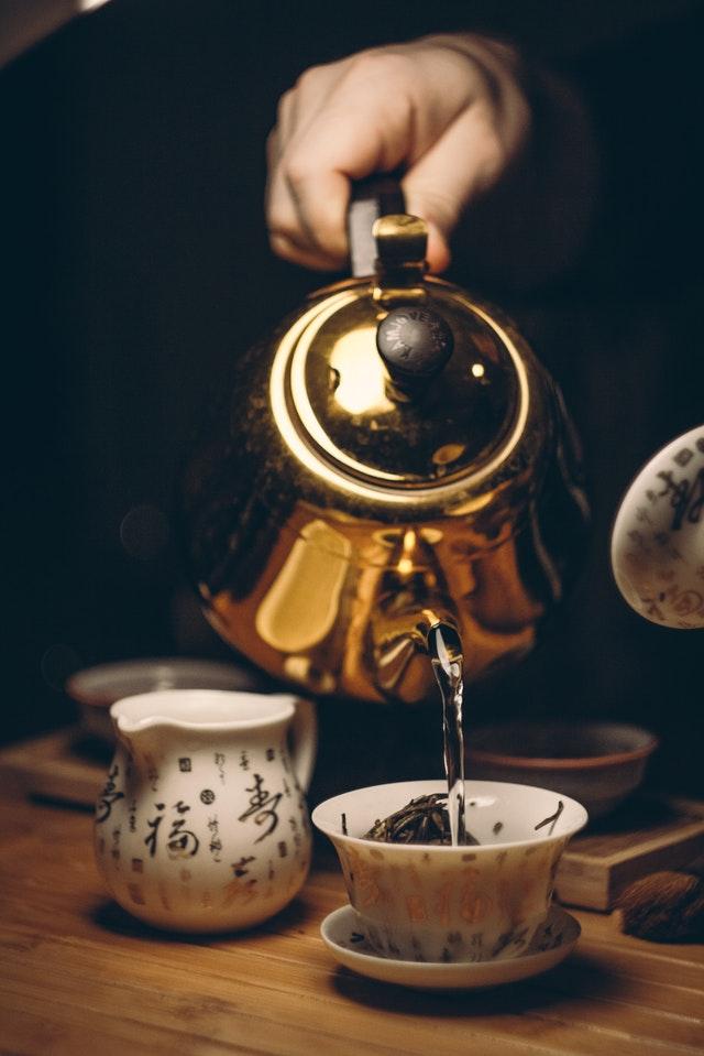 théière en fonte pour boire le thé